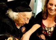 105 yaşında lise mezunu oldu