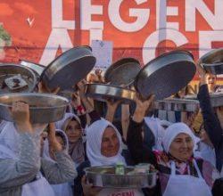 400 kadınla çiğ köfte yoğurma rekoru