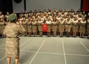 Anneler Korosu'ndan askerlere anlamlı beste