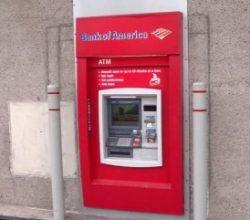 ATM'ye para koyan görevli içinde mahsur kaldı