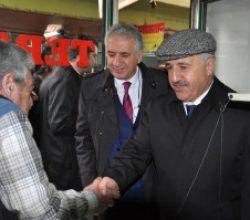 Bakan Arslan, Yağmur Altında Esnafın Sorunlarını Dinledi