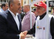Bakan Çavuşoğlu 'Hayır' standına gitti