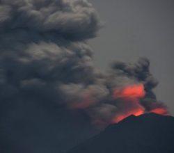 Bali Adası'ndaki volkanik hareketlilik turizmi vurdu