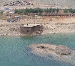Baraj suları çekilince yapılar ortaya çıktı