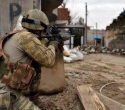 Diyarbakır'da teröristlere sabah baskını