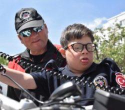 Engelli gençler 1 günlüğüne polis oldu