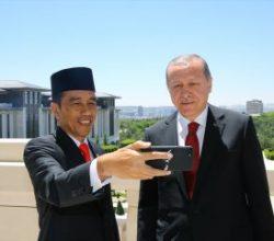 Erdoğan ve Widodo'dan ortak selfie