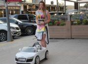Esra Sönmezer kedisine akülü araba aldı
