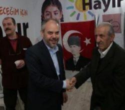 Gençlik ve Spor Bakanı Kılıç 'Hayır' standını ziyaret etti