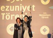 Görme engelli anne Boğaziçi'ni birincilikle bitirdi