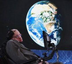 Hawking: Dünya'yı 100 yıl içerisinde terk etmeliyiz