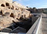 İki bin yıllık kaya mezarları turizme açılıyor