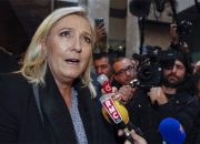 Irkçı Fransız lider Marine Le Pen'e karşı büyük birleşme