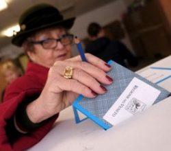 İtalya'daki referandum'dan evet çıktı