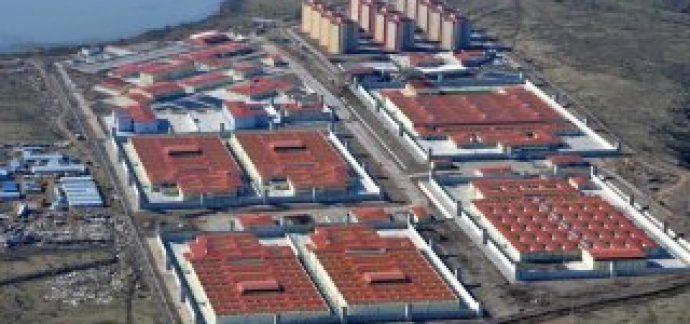 İzmir'de bir mahkum koğuşu yaktı; 20 kişi tedavi altında