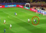 Juventus'lu Dani Alves, Monaco maçında asistin kitabını yazdı