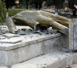Kiev'deki son Lenin anıtı yıkıldı