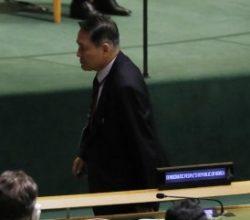 Kuzey Kore büyükelçisi Trump kürsüdeyken salonu terketti