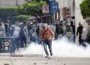 Meksika'da halkla polis çatıştı