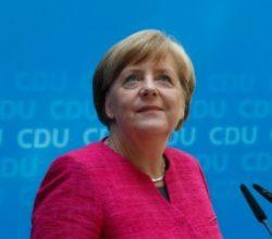 Merkel'in muhafazakarları farkı açıyor