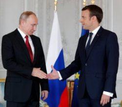 Putin ve Macron bir araya geldi
