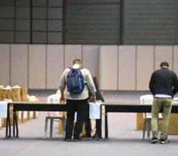 Seçim torbaları İzmir'de sandık görevlilerine dağıtıldı
