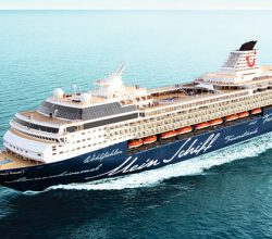 Sezonun ilk kruvaziyer gemisi Antalya'dan ayrıldı