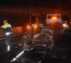 Tekirdağ'da otomobil kamyona çarptı: 1 ölü, 2 yaralı
