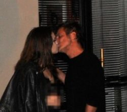 Teoman esmer güzelle öpüşürken yakalandı