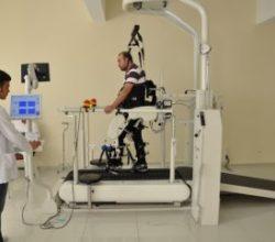 Teşhis koyup tedavi yapabilen robot üretildi