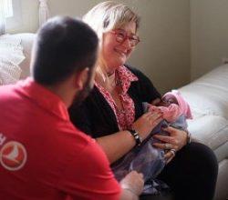THY uçağında doğan bebeğe Türkiye'den yardım eli