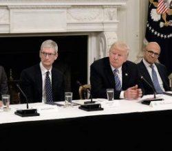 Trump teknoloji CEO'larıyla bir araya geldi
