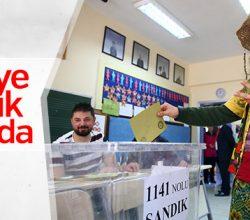 Türkiye referandum için sandık başında